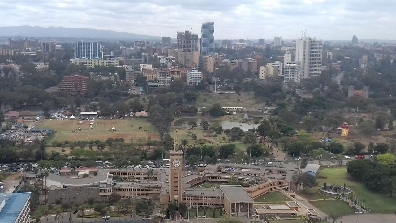 Nairobi látkép parlamenttel